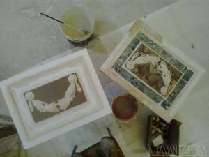 Riproduzione in gesso di un bassorilievo in marmi policromi. FASE 1
