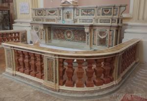 Altare laterale della Chiesa di Santa Maria Maggiore alla Pietrasanta