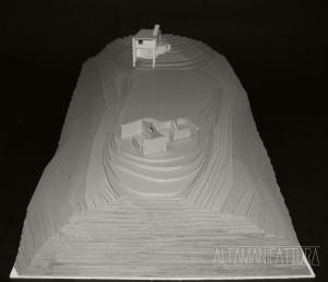 Modello architettonico di una casa unifamiliare in collina